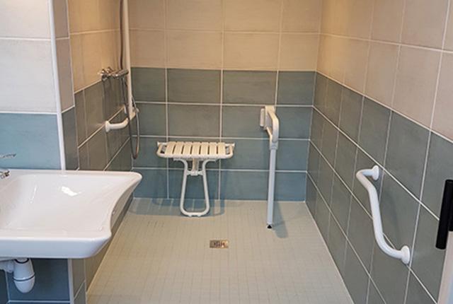 Quelles normes pour une salle de bain PMR ?